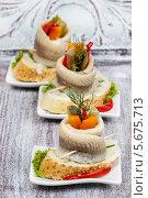 Купить «Роллы с маринованной сельдью и овощами на деревянном столе», фото № 5675713, снято 23 января 2020 г. (c) BE&W Photo / Фотобанк Лори