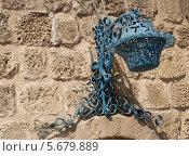Купить «Декоративный фонарь на каменной стене. Израиль, Яффо», фото № 5679889, снято 4 октября 2012 г. (c) Ирина Борсученко / Фотобанк Лори