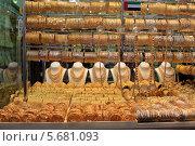 Купить «Витрина магазина ювелирных изделий. Золотой рынок. Дубай», фото № 5681093, снято 23 февраля 2014 г. (c) Яна Королёва / Фотобанк Лори
