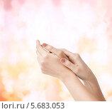 Купить «Женские руки с мягкой кожей», фото № 5683053, снято 6 марта 2013 г. (c) Syda Productions / Фотобанк Лори