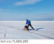 Купить «Путешествия по льду Байкала на коньках», фото № 5684285, снято 1 марта 2014 г. (c) Виктория Катьянова / Фотобанк Лори