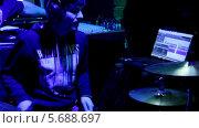 Барабанщик, видеоролик № 5688697, снято 30 января 2014 г. (c) Иван Артемов / Фотобанк Лори