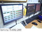 Купить «Компьютерный пульт дистанционного управления с датчиками во время испытаний на Тверском вагоностроительном заводе», фото № 5692289, снято 5 июня 2013 г. (c) Losevsky Pavel / Фотобанк Лори