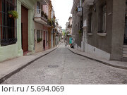 Улица в старой Гаване. Стоковое фото, фотограф Дмитрий Емушинцев / Фотобанк Лори