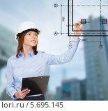 Купить «Деловая девушка-архитектор на фоне современного города с небоскребами», фото № 5695145, снято 20 декабря 2013 г. (c) Syda Productions / Фотобанк Лори