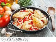 Купить «Курица, тушенная с овощами. Фрикасе», фото № 5696753, снято 11 марта 2014 г. (c) Надежда Мишкова / Фотобанк Лори