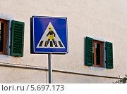 """Дорожный знак """"Пешеходный переход"""". Флоренция. Стоковое фото, фотограф Алла Вовнянко / Фотобанк Лори"""