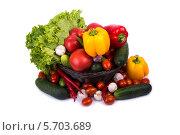 Овощи в корзине на белом фоне. Стоковое фото, фотограф Сергей Видинеев / Фотобанк Лори