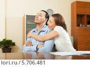 Купить «Женщина просит денег у мужа на покупку», фото № 5706481, снято 17 мая 2013 г. (c) Яков Филимонов / Фотобанк Лори
