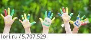 Детские руки в разноцветной краске. Стоковое фото, фотограф yarruta / Фотобанк Лори