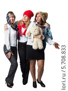 Три девушки в шапочках на белом фоне. Стоковое фото, фотограф Daniil Nikiforov / Фотобанк Лори