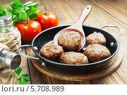 Купить «Котлеты на сковороде», фото № 5708989, снято 14 марта 2014 г. (c) Надежда Мишкова / Фотобанк Лори