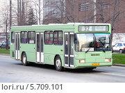 Купить «Автобус ГолАЗ-АКА-5225, Екатеринбург, Россия», фото № 5709101, снято 8 мая 2012 г. (c) Art Konovalov / Фотобанк Лори