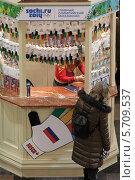 Купить «Москва, палатка с олимпийскими символами в ГУМе», эксклюзивное фото № 5709537, снято 22 февраля 2014 г. (c) Дмитрий Неумоин / Фотобанк Лори