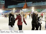 Купить «Москва, ГУМ-каток на Красной площади», эксклюзивное фото № 5710385, снято 22 февраля 2014 г. (c) Дмитрий Неумоин / Фотобанк Лори