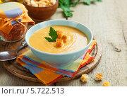 Суп-пюре из красной чечевицы с сухариками. Стоковое фото, фотограф Надежда Мишкова / Фотобанк Лори