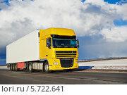 Купить «Грузовик на дороге», фото № 5722641, снято 16 марта 2014 г. (c) Дмитрий Калиновский / Фотобанк Лори