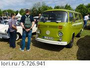 Купить «Микроавтобус Volkswagen Type2 (T2)», фото № 5726941, снято 19 мая 2013 г. (c) Sergey Kohl / Фотобанк Лори