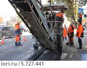 Дорожный ремонт, фрезеровка старого асфальта (2011 год). Редакционное фото, фотограф Анна Мартынова / Фотобанк Лори