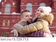 Купить «Счастливый парень и девушка в объятиях на фоне исторического музея в Москве», фото № 5729713, снято 19 февраля 2013 г. (c) Losevsky Pavel / Фотобанк Лори