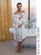 Купить «Девушка в белом халате в ванной комнате», фото № 5729993, снято 16 декабря 2012 г. (c) Losevsky Pavel / Фотобанк Лори