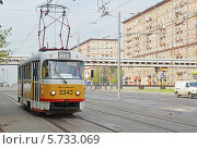 Трамвай маршрута 23 в начале Волоколамского шоссе (Москва) (2013 год). Редакционное фото, фотограф Александр Замараев / Фотобанк Лори