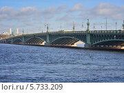 Купить «Нева. Троицкий мост», эксклюзивное фото № 5733209, снято 22 марта 2014 г. (c) Александр Алексеев / Фотобанк Лори