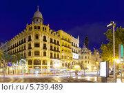 Купить «Вид городской улицы с красивым ночным освещением. Валенсия, Испания», фото № 5739489, снято 27 августа 2013 г. (c) Яков Филимонов / Фотобанк Лори