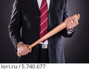 Купить «Бизнесмен держит в руках бейсбольную биту», фото № 5740677, снято 10 ноября 2013 г. (c) Андрей Попов / Фотобанк Лори
