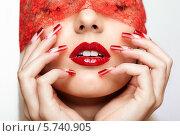 Купить «Акриловые искусственные ногти и красные губы», фото № 5740905, снято 5 января 2014 г. (c) Serg Zastavkin / Фотобанк Лори