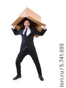 Купить «Веселый мужчина с пустой картонной коробкой на белом фоне», фото № 5741693, снято 23 октября 2013 г. (c) Elnur / Фотобанк Лори