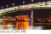 Мост на Москве-реке с ночной подсветкой. Редакционное фото, фотограф Mikhail Starodubov / Фотобанк Лори