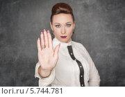 Девушка показывает рукой знак стоп. Стоковое фото, фотограф Darkbird77 / Фотобанк Лори