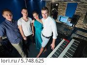 Купить «Трое парней и девушка певица в студии звукозаписи с оборудованием», фото № 5748625, снято 25 декабря 2012 г. (c) Losevsky Pavel / Фотобанк Лори