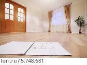 Купить «Чертёж квартиры на полу в комнате с окном», фото № 5748681, снято 2 декабря 2012 г. (c) Losevsky Pavel / Фотобанк Лори