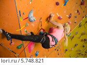 Купить «Девушка в альпинистском снаряжении поднимается по скалодорому», фото № 5748821, снято 5 декабря 2012 г. (c) Losevsky Pavel / Фотобанк Лори