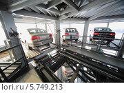 Купить «Автомобильная многоуровневая парковка в Москве», фото № 5749213, снято 11 января 2013 г. (c) Losevsky Pavel / Фотобанк Лори