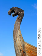 Купить «Выборг, нос ладьи викингов на набережной залива Ковш», фото № 5750085, снято 28 августа 2013 г. (c) Ольга Остроухова / Фотобанк Лори