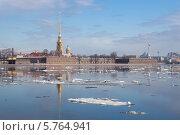 Купить «Весенний ледоход на Неве на фоне Петропавловского собора, Санкт-Петербург», фото № 5764941, снято 14 апреля 2010 г. (c) Смелов Иван / Фотобанк Лори