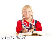 Купить «Прилежная светловолосая девочка сидит над учебником, на белом фоне», фото № 5767361, снято 5 августа 2012 г. (c) Владимир Сурков / Фотобанк Лори