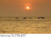 Купить «Вьетнам, рыбацкие лодки на рейде», фото № 5770677, снято 22 января 2014 г. (c) макаров виктор / Фотобанк Лори