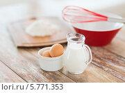 Купить «Приготовление теста. Молоко, яйца и мука на кухонном столе», фото № 5771353, снято 21 января 2014 г. (c) Syda Productions / Фотобанк Лори