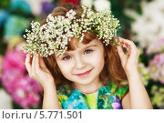 Девочка в венке из цветов. Стоковое фото, фотограф Анна Макеичева / Фотобанк Лори