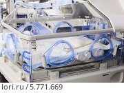 Купить «Инкубатор для новорожденных детей в отделении интенсивной терапии», фото № 5771669, снято 31 марта 2014 г. (c) Beerkoff / Фотобанк Лори