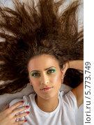 Портрет девушки в белой футболке. Стоковое фото, фотограф Наталья Степченкова / Фотобанк Лори