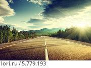 Купить «Дорога в горах на закате», фото № 5779193, снято 20 июля 2010 г. (c) Iakov Kalinin / Фотобанк Лори