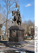 Купить «Памятник Святому Благоверному князю Дмитрию Донскому, город Москва», эксклюзивное фото № 5781057, снято 5 апреля 2014 г. (c) Dmitry29 / Фотобанк Лори