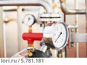 Купить «Манометр в системе отопления», фото № 5781181, снято 6 апреля 2012 г. (c) Дмитрий Калиновский / Фотобанк Лори