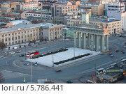 Купить «Вид на Московские ворота и красный трамвай с высоты, Санкт-Петербург», фото № 5786441, снято 4 марта 2012 г. (c) Смелов Иван / Фотобанк Лори