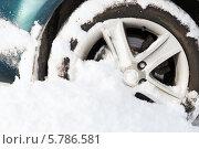 Купить «Колесо автомобиля, застрявшего в снегу», фото № 5786581, снято 16 января 2014 г. (c) Syda Productions / Фотобанк Лори